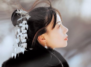 古风圈音乐才女银临 将民族乐器与古韵诗词完美结合